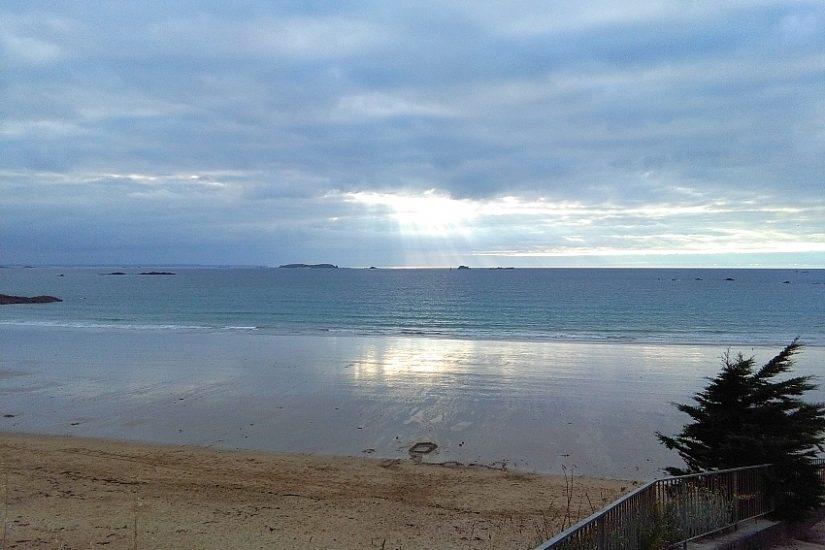 Atlantikküste Sonnenuntergang nach Regen